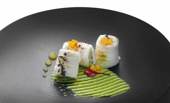 IL CALAMARO:mozzarella, quinoa, alghe, zucchine, frutto della passione. E' il piatto dell'estate scelto da Alessandro Tormolino, chef del Sensi Restaurant di Amalfi (Salerno)
