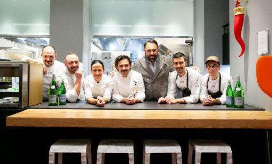 La squadra del Pashà con la brigata della cucina dell'Hub