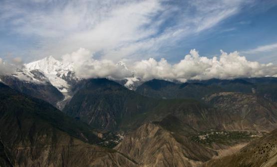 I contrafforti dell'Himalaya, nel nord dello Y