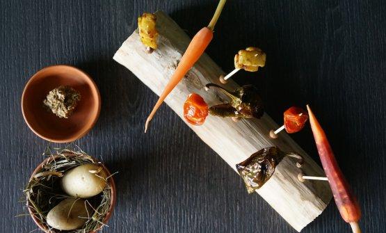Aperitivo al Talea: pomodorino confit, baby carota marinata allo yuzu, friggitello al forno, sedano rapa scottato in padella con burro, patate bollite affumicate al fieno