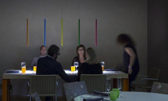 Delle Miss all'Aqua Crua di Giuliano Baldessari, nel Vicentino. Le lampade sono state personalizzate con colori studiati da Groppi insieme allo chef