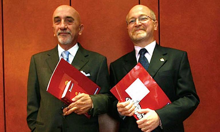 Fausto Arrighi, a sinistra, e Roberto Restelli, due storici direttori della guida Michelin italiana. Scattai questa foto il 20 novembre 2008 al ristorante Trussardi a Milano, alla presentazione dell'edizione 2009 che vedeva l'allora chef del locale in piazza della Scala, Andrea Berton, aggiudicarsi la seconda stella