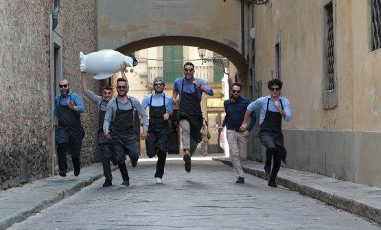 La brigata di Essenziale, al centro lo chef Simone Cipriani