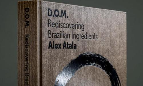 """D.O.M. Rediscovering Brazilian Ingredients"", la fatica editoriale edita da Phaidon del cuoco paulista Alex Atala (acquistabile su Amazon), 65 ricette per esplorare le potenzialit� di ingredienti brasiliani come�tapioca, pupunha, priprioca, tucupi..."
