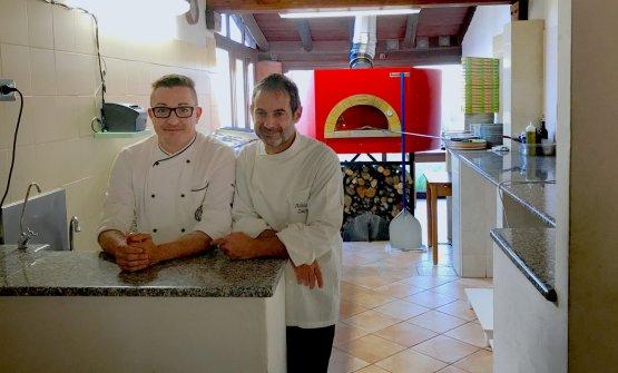 Il pizzaiolo bergamascoStefano Lonnielo chefAdriano Zucca: al Sa Scolla si possono mangiare anche ottimi piatti