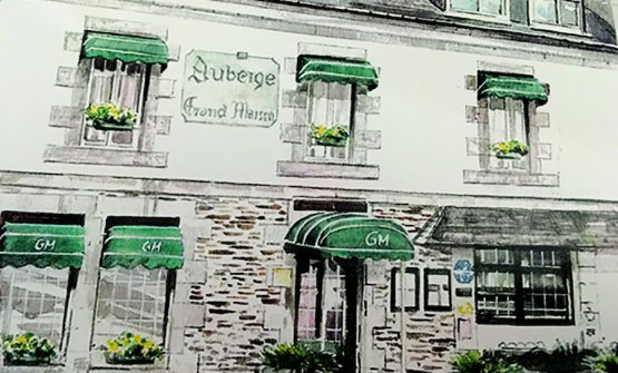 La facciata dell'Auberge Grand'Maison a Mur de Bretagne, ristorante stellato nel panorama bretone