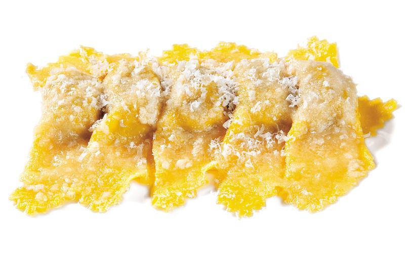 I celebri Tortelli di zucca della famiglia Santini, 3 stelle Michelin al ristorante Dal Pescatore di Canneto sull'Oglio (Mantova), un vessillo gastronomico di East Lombardy(foto Brambilla/Serrani)