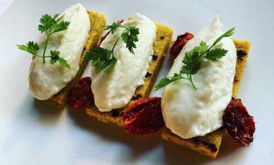 Baccalà mantecato, polenta e pomodorini, un ottim