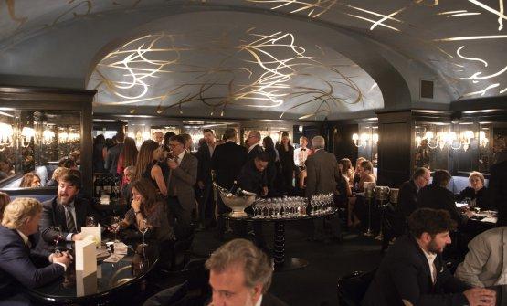 La sala del Bar Cavour, al piano superiore rispetto al Del Cambio