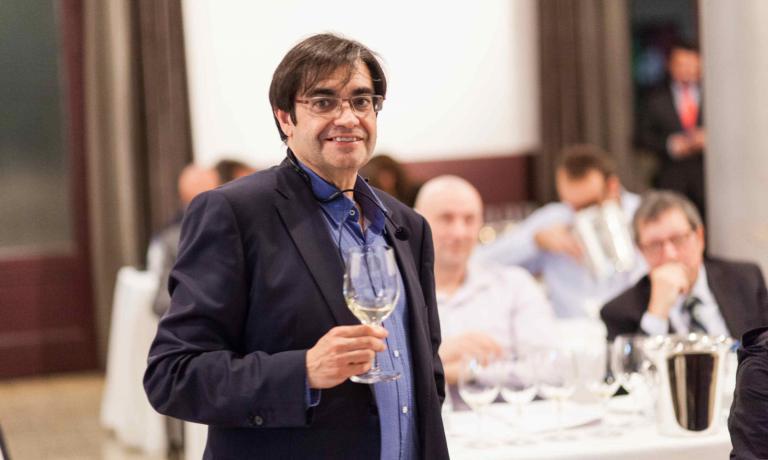 Il sommelier madrileno Juancho Asenjo, 53 anni,Cavaliere dell�ordine della stella della solidarietàitaliana, onoreficenza concessagli dal nostro paese per lo straordinario lavoro di promozione del vino italiano nel suo paese (fotoIñigo Ibañez)