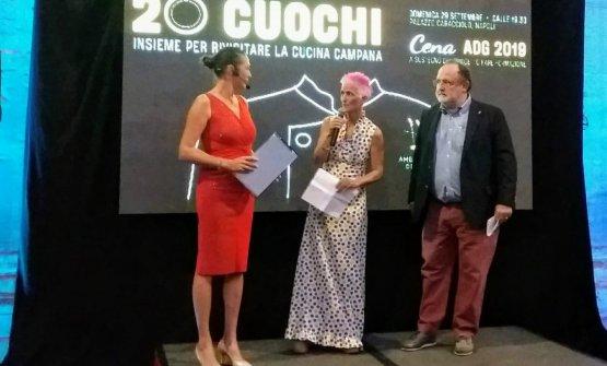 Cristina Bowerman e Paolo Marchi sul palco per introdurre la cena annuale AdG