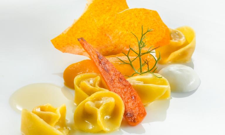 Tortellini di coniglio con carote e camomilla: la ricetta dell'inverno di Heinz Beck(foto di Janez Puksic)