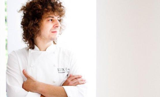 Modenese, classe 1984, Valentino Cassanelli, è dal 2012 al Principe Forte dei Marmi come Executive Chef, dove ha ideato il format di Lux Lucis