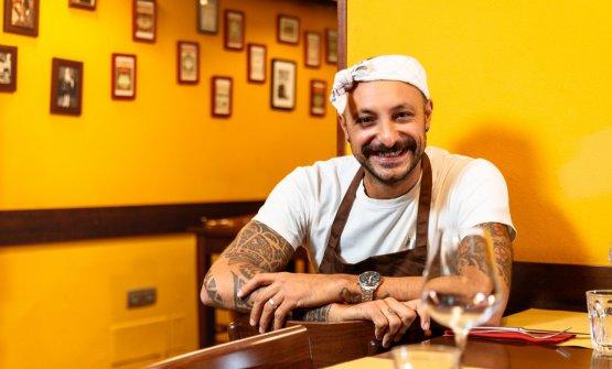 Diego Rossi nella sala del suo ristorante milanese