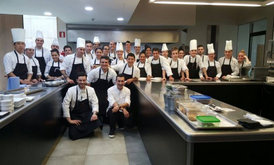 In the brigade at Eneko Atxa's Azurmendi . «A very important experience for me, especially from a human and organisational perspective. We were like a big family, we all worked for the same goal».