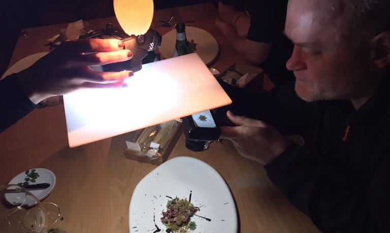 Quando si pranza con Bob Noto la tavola diventa anche un set fotografico