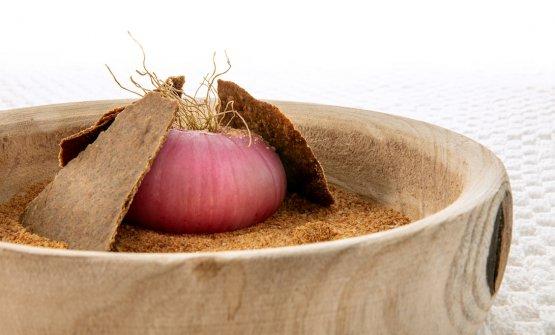 Alcuni piatti signature di Schingaro:Cipolla alla parmigiana (le foto dei piatti sono diDavide Dutto)
