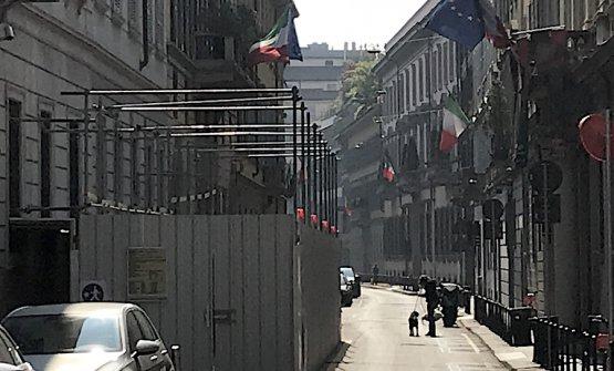 Via Borgonuovo, foto scattata all'altezza di via Fiori Oscuri