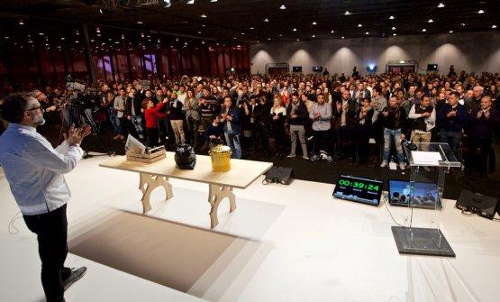 Massimo Bottura sul palco dell'Auditorium a Id
