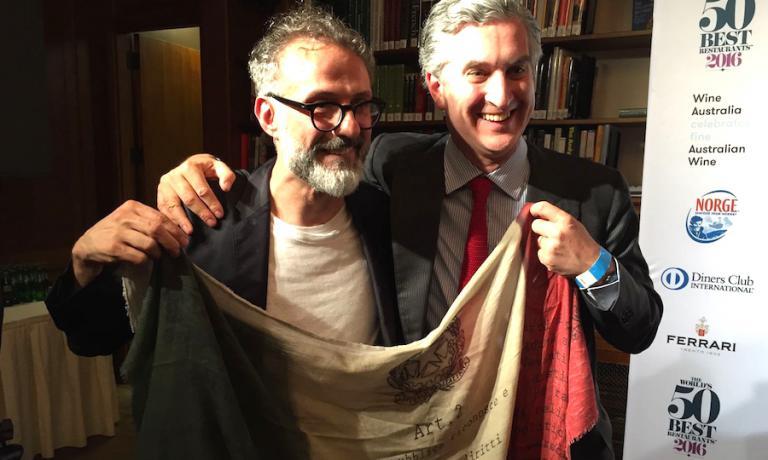 Massimo Bottura, il console d'Italia a New York Francesco Genuardi e il tricolore