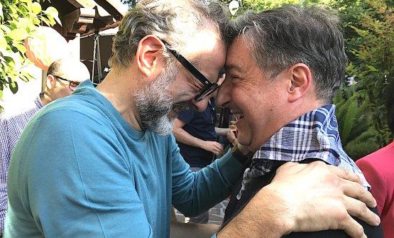 Massimo Bottura e Joan Roca alla festa per i 20 anni del Mugaritz, il ristorante di Andoni Luis Aduriz vicino San Sebastian. Foto Paolo Marchi