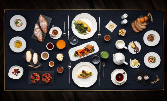 La ricca colazionedelThe H'All Tailor Suite, piccolo hotel divia Giuseppe Pisanelli23/25, Roma