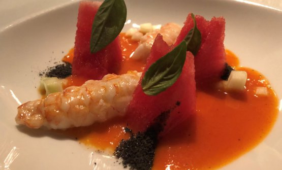 Summer fish soup: scampi, watermelon and tomato coulis. A brand new, excellent dish. The scampi is of course fresh and of good quality. It's perfectly matched by the juicy and sweet watermelon and the tomato coulis, which is more sour