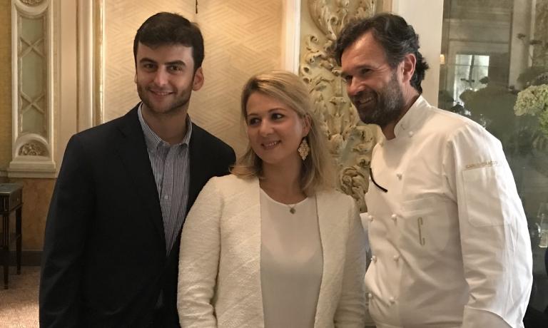 Andrea Pasqua e Wendy Van Den Schrick di Moet-Hennessy, con Carlo Cracco