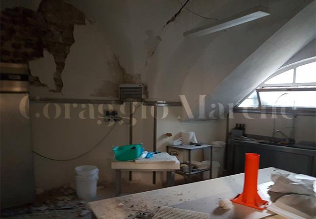 I danni subiti da un'altra norcineria, Calabrò, a Visso (Macerata)