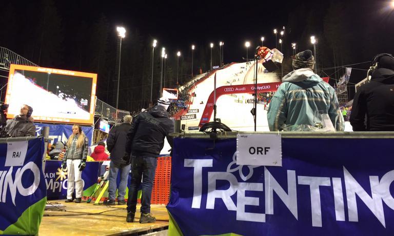 Il Canalone Miramonti fotografato dal parterre la sera del 22 dicembre durante la prima manche dello slalom della 3Tre valido per la coppa del mondo di sci alpino. Lo speciale campigliese, sublimazione contemporanea di quella che in passato fu il circuito delle Tre Gare del Trentino, discesa, gigante e slalom, ma nel tempo anche il supergigante, è stata la prima gara italiana inserita nel calendario della coppa del mondo, era il 1967.