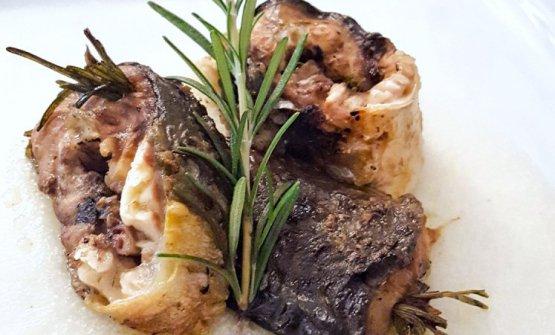 Anguilla alla brace con polenta bianca(La Capanna di Eraclio, Codigoro, Ferrara, chefMaria Grazia Soncini). la foto è di Bianca Tecchiati - popEating
