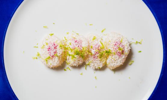 Capesanta, cocco, cipolla di Suasa e lime