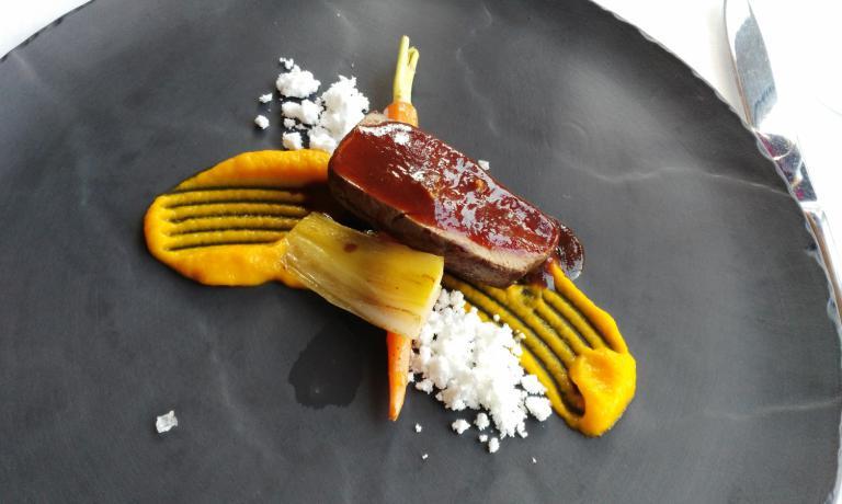 Controfiletto di capriolo, porro, carote e neve al pino mugo, di Antonio Borruso