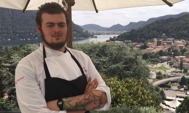 Davide Caranchini, classe 1990, quando ancora era chef del ristorante Acquadolce di Carate Urio (Como), si era qualificato per la finale della quarta edizione del Premio Birra Moretti Grand Cru. Da maggio 2015 � arrivato nella cucina�di Casa Santo Stefano, locale posto sulla collina sopra Cernobbio