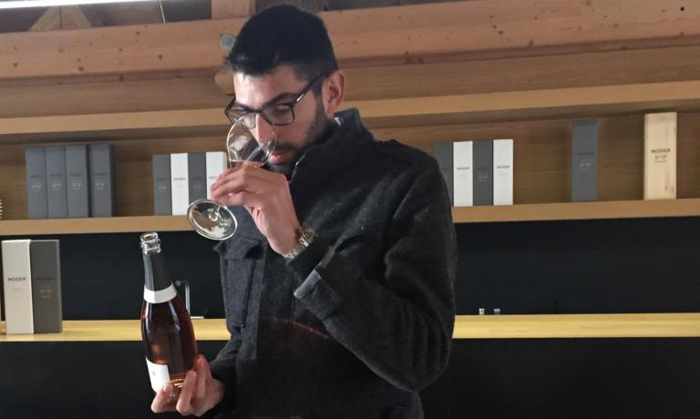 Carlo Moser è il figlio maggiore del grande campione del ciclismo Francesco, ma è anche il vicepresidente di Trentodoc, a confermare l'intenso rapporto che la famiglia ha con la cultura del vino