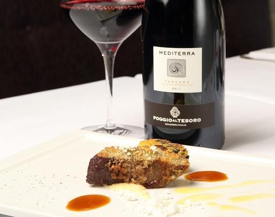 Il Mediterra IGT Toscana 2011 Poggio al Tesoro è stato scelto per abbinarsi al saporitoCarré d'agnello in crosta d'aglio e timo con polenta incatenata al cavolo nero