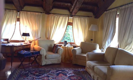 La parte giorno della stanza 25 di Casa Pavesi a Grinzane Cavour