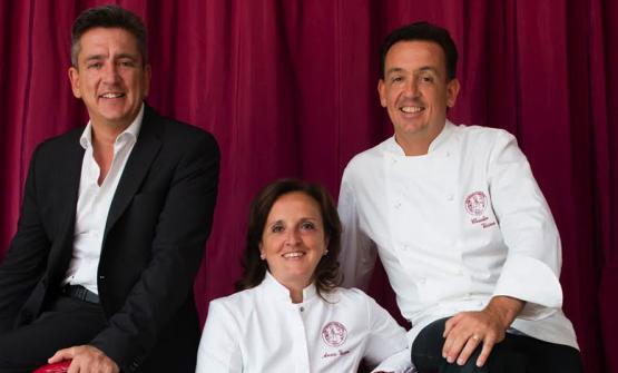 Stefano Vicina, l'uomo della sala, e lo chefClaudio Vicina con la moglie di quest'ultimo, Anna Mastroianni, che si occupa della parte dolce del menu