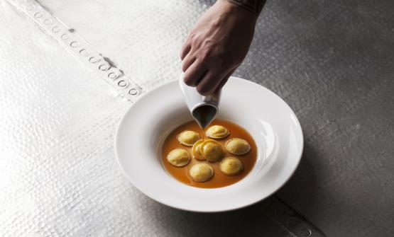 La nostra idea di cassoeula è il piatto 2017 di Stefano Binda, chef del Dac a trà di Castello di Brianza (Lecco). Le foto sono diGiacomo Frigerio/blossoming.it