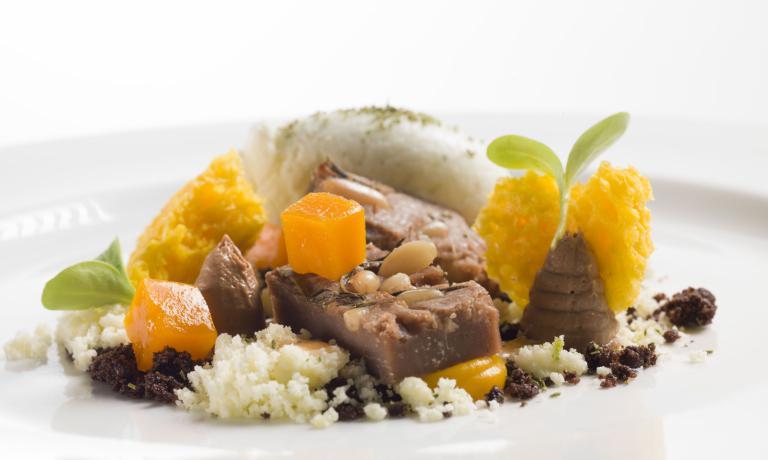 Castagnaccio, rosmarino e zucca, una versione raffinata della classica ricetta tipica delle regioni appenniniche