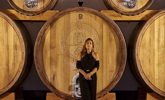 Caterina Dei nell'area di affinamento dei vini