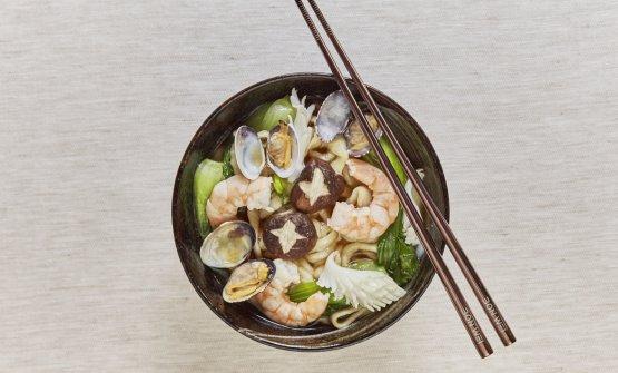 Lamian in brodo ai frutti di mare: il piatto dell&