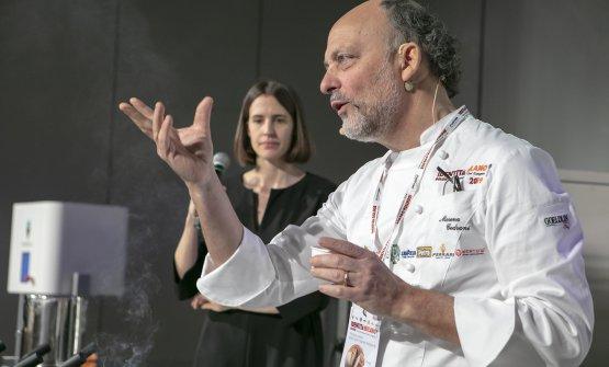 Moreno Cedroni e la presentatrice della mattinata dedicata al gelatoAnnalisa Zordan