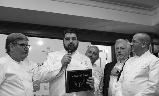 Antonino Cannavacciuolo tra Nino Graziano, Tony Lo Coco, Davide Scabin e Pino Cuttaia, soddisfatto