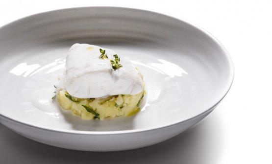 Branzino al vapore con salsa iodata al limone e patata schiacciata
