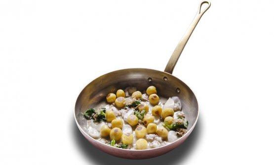 Gnocchi di patate con bevarasse, calamaretti e bussolai