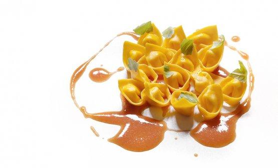 Altre delizie by Cera al Lido:Tortelli al parmigiano e succo di pomodoro e basilico