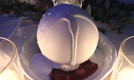 La Pavlova di fragole nella interpretazione di Enrico Cerea