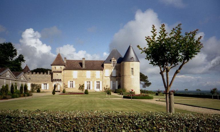 Lo Ch�teau d'Yquem: un territorio unico da cui, con cura maniacale, vengono selezionate solo le uve pi� pregiate per produrre un vino che � un'icona assoluta�