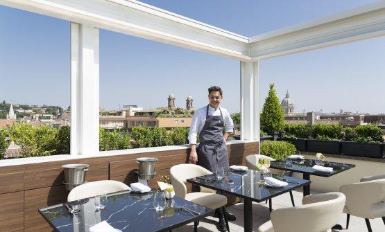 Daniele Lippi sul rooftop del l'hotel romano T